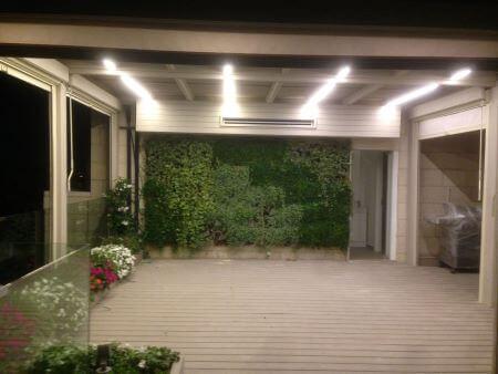 פרגולה סוכה עם צמחיה, תאורת לד ודפנות מסך